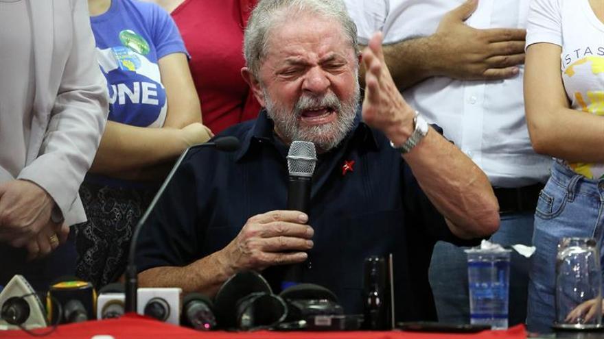 Rousseff toma juramento a Lula con duras críticas a jueces que lo investigan