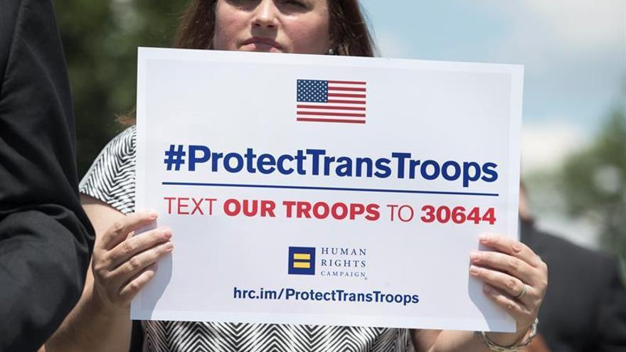 EE.UU. comienza a aceptar reclutas transexuales pese a la oposición de Trump