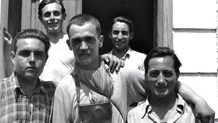 Los héroes que robaron las fotografías de los SS; entre ellos Francesc Boix (en el centro) y Alcubierre (al fondo a la derecha).