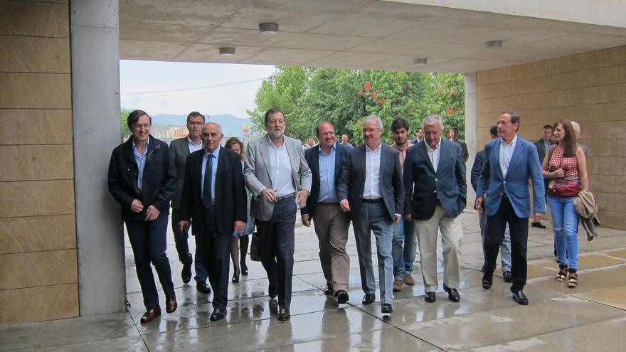 """Rajoy alerta en Murcia contra """"las coaliciones"""" de partidos que organizan """"líos"""" y pide apostar por la seguridad"""