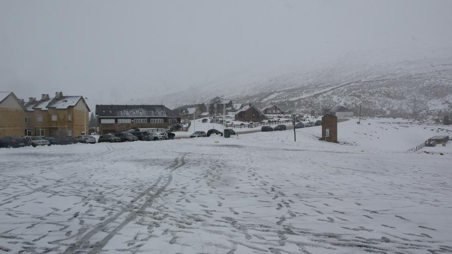 La nieve obliga a usar cadenas en tres puertos de Cantabria, donde se han alcanzado -7 grados