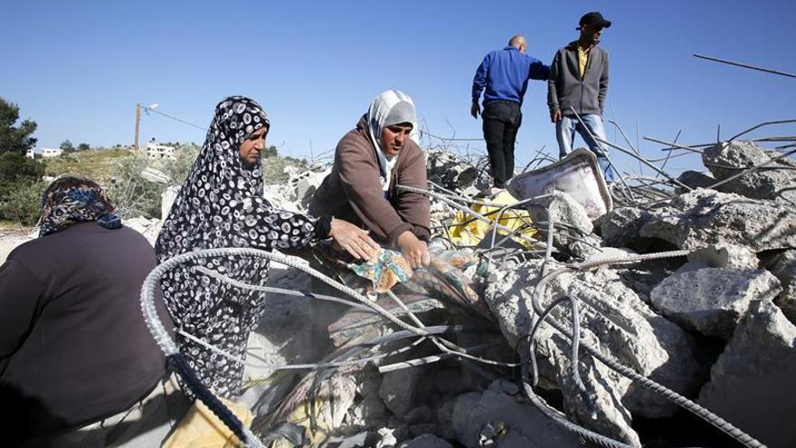 Israel derriba construcciones palestinas en Jerusalén Este y Hebrón