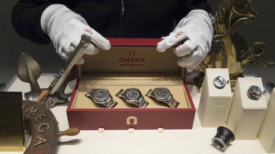 Auction several Omega Speedmaster watches, the official ...