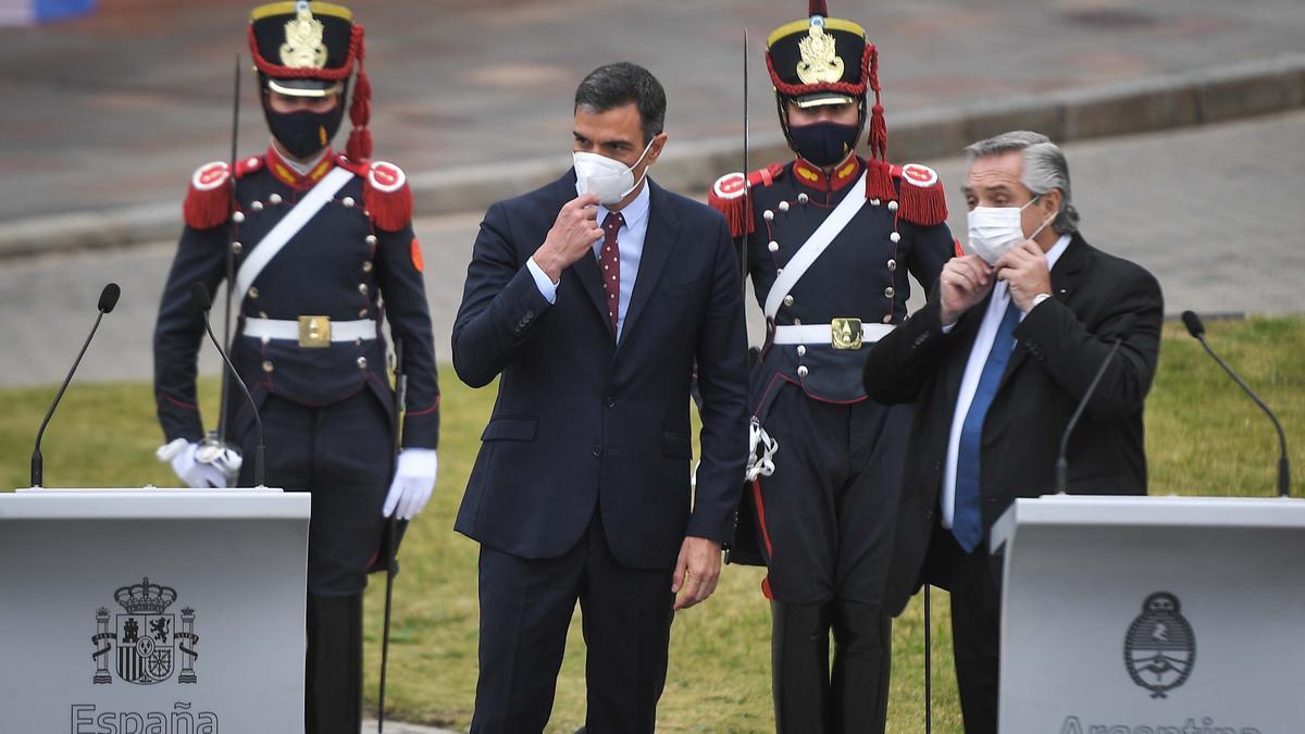 Fernández y Sánchez, antes de la conferencia de prensa en Casa Rosada.