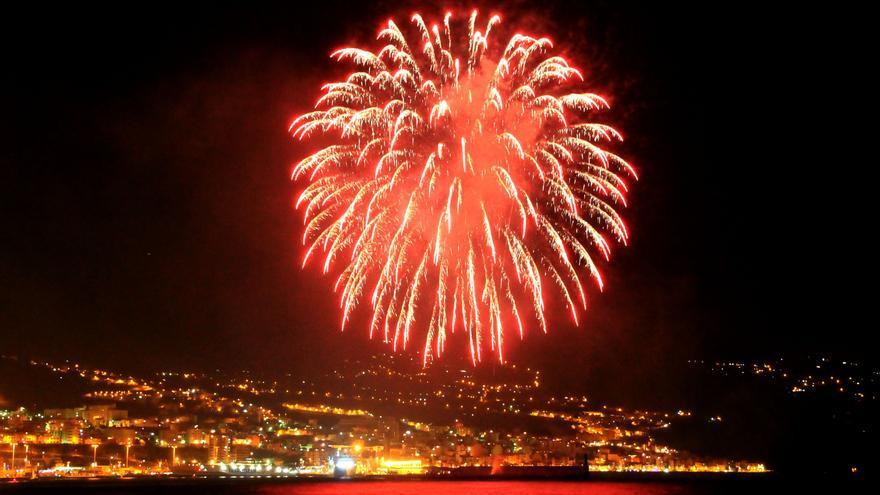 La había de la capital se iluminó con los fuegos de artificio. Foto: LUZ RODRÍGUEZ.