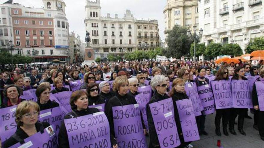 Manifestación del 25N organizada por la Plataforma contra la Violencia a las Mujeres en 2012.