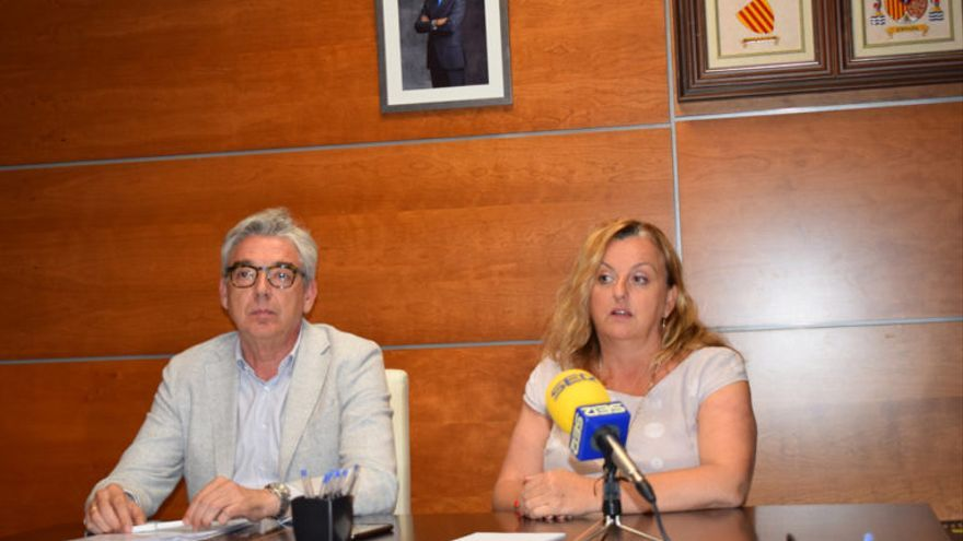 La alcaldesa, Ana Sala (PP), y el concejal de Territorio, Juan Manuel del Pino (Cs), en la rueda de prensa de este lunes.