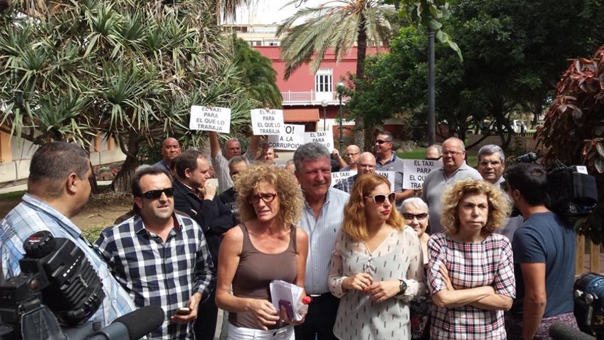 Diferentes colectivos del sector del taxi y oposición en el Ayuntamiento de LPGC rechazan el nuevo reglamento elaborado por el PP.