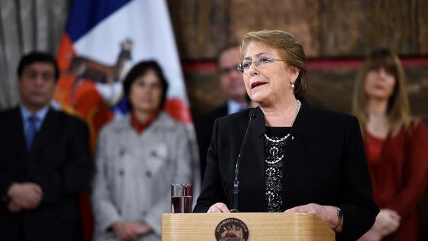 """""""En Chile hay crisis de desconfianza pero no de institucionalidad"""", asegura Bachelet"""