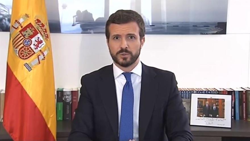 Pablo Casado, este lunes, durante la lectura de una declaración institucional.