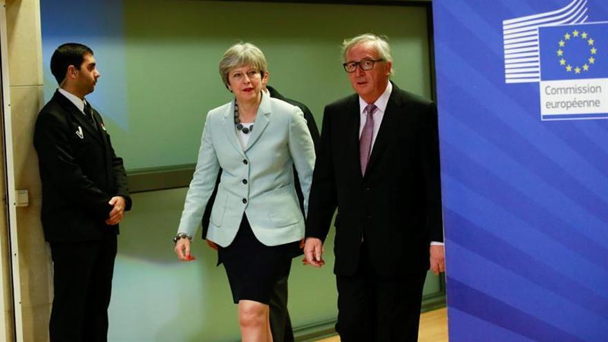 """May garantiza que no habrá una """"frontera dura"""" en Irlanda tras el acuerdo con la UE"""