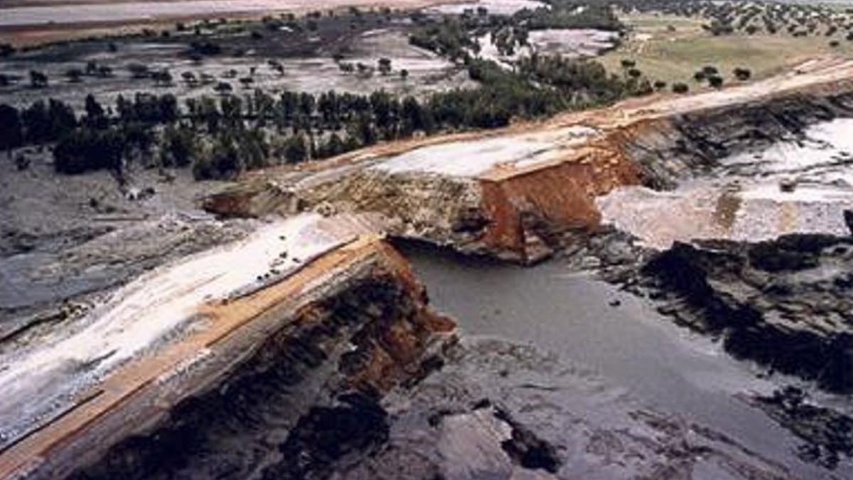 La balsa minera provocó un enorme vertido tóxico en 1998 al romperse.