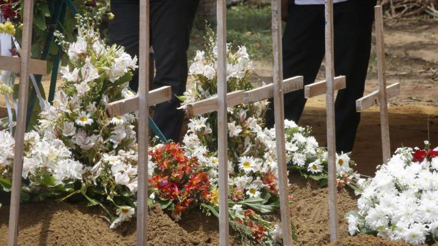 """Los muertos en Sri Lanka suben a 359 y las autoridades sospechan de """"nuevos ataques"""""""