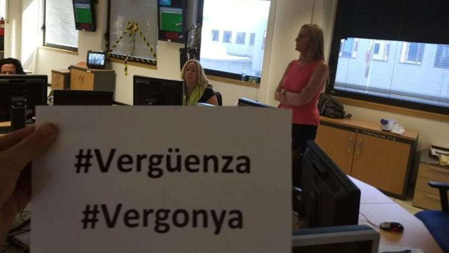 Trabajadores de TVE protestan por el tratamiento informativo del 1-O.
