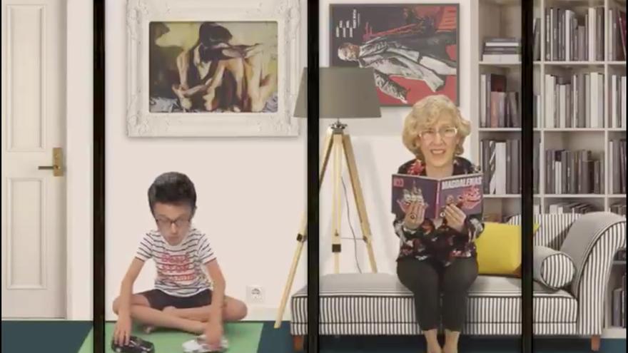 """Errejón jugando con coches y Carmena leyendo un libro de magdalenas en la caricatura de United Unknown """"13 Rue de la política española"""""""