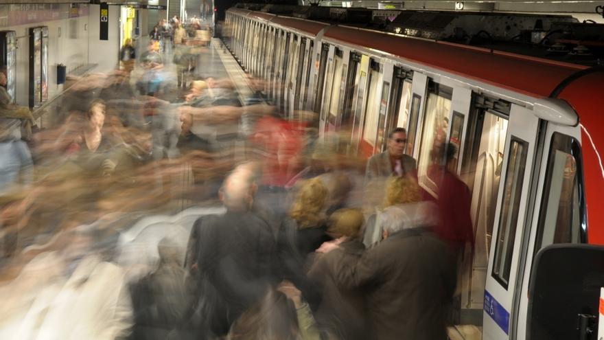 """El Metro y autobuses de Barcelona pararán a las 12.00 por los """"actos violentos"""""""
