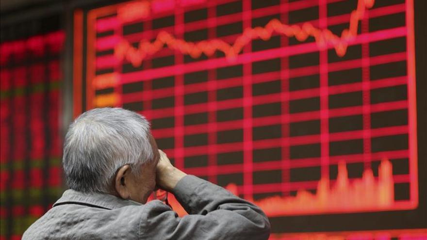 Índice Hang Seng sube un 0,97 por ciento a media sesión