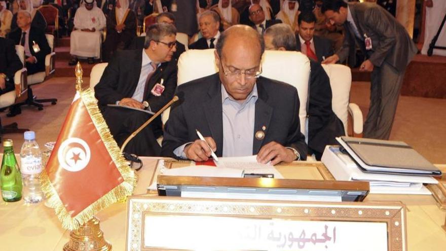 Primer ministro tunecino retrasa formación de Gobierno por falta de consenso