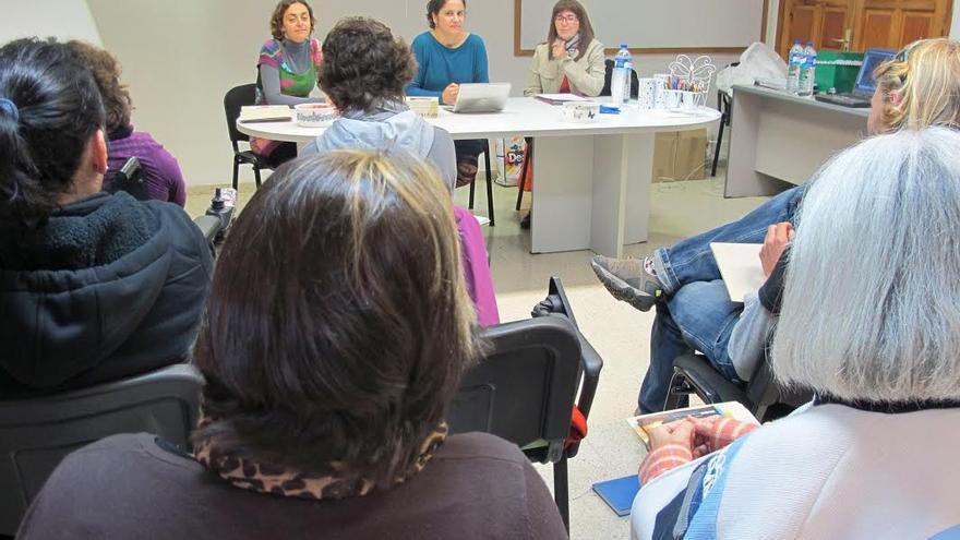 En la imagen, presentación del curso de Aplicaciones Gestalt en la Infancia y Adolescencia.