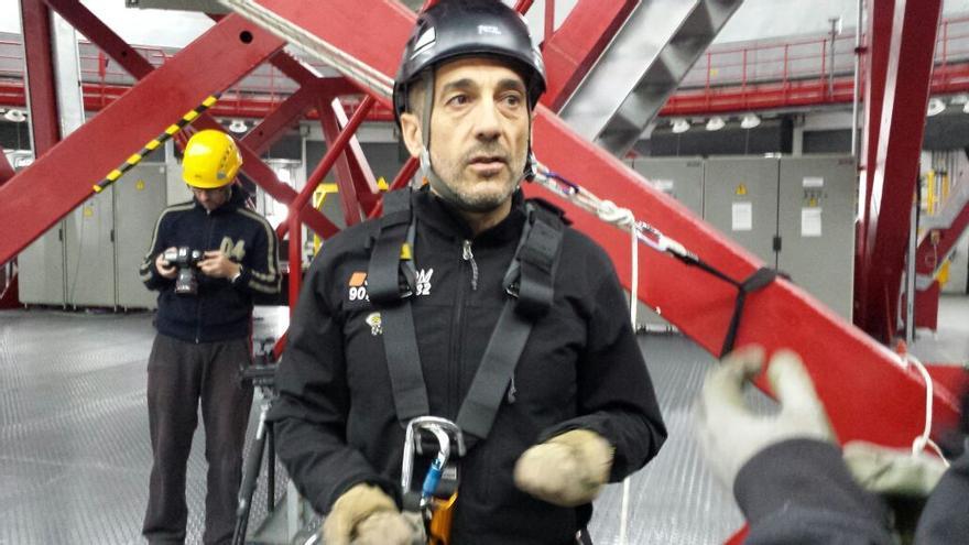 José Carboné, Instructor de ANETVA y técnico especialista en Trabajo Vertical de la empresa SEPROM, fue el encargado de impartir el curso y las prácticas de rescate y evacuación en altura en el GTC.