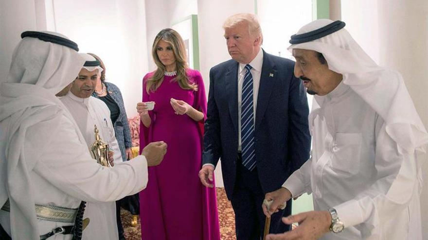 """Trump le promete al rey de Baréin que """"no habrá tensiones"""" con su Gobierno"""