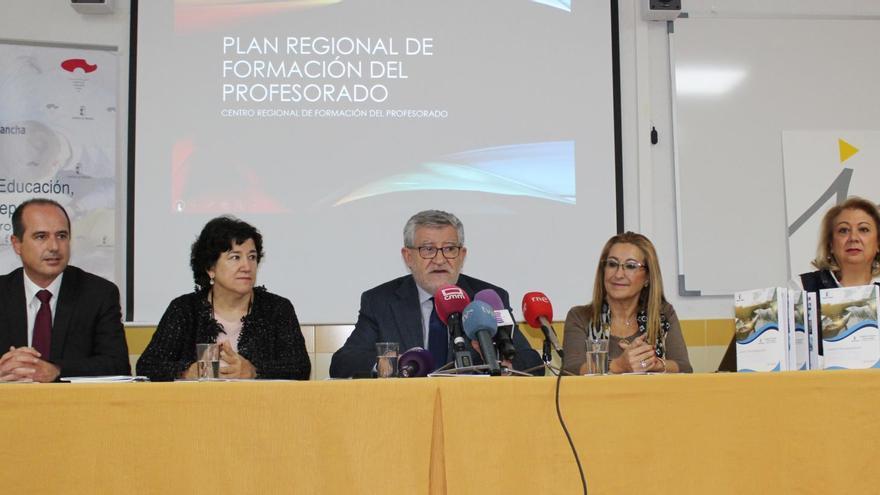Ángel Felpeto (en el centro) este lunes en Guadalajara