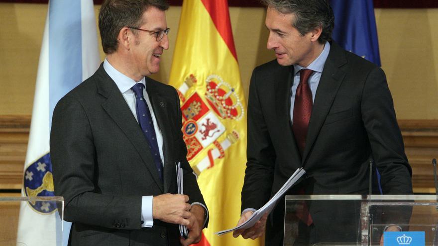 El ministro de Fomento, Iñigo de la Serna, en un reunión con el presidente de la junta de Galicia, Alberto Nuñez Feijoo.