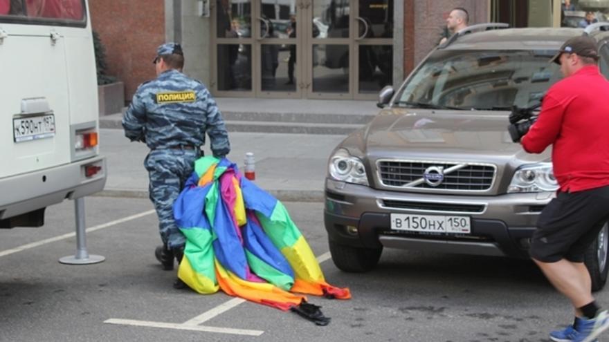 La policía rusa interfiere en la celebración del Día del Orgullo en Moscú, mayo de 2102 Copyright: Amnistía Internacional