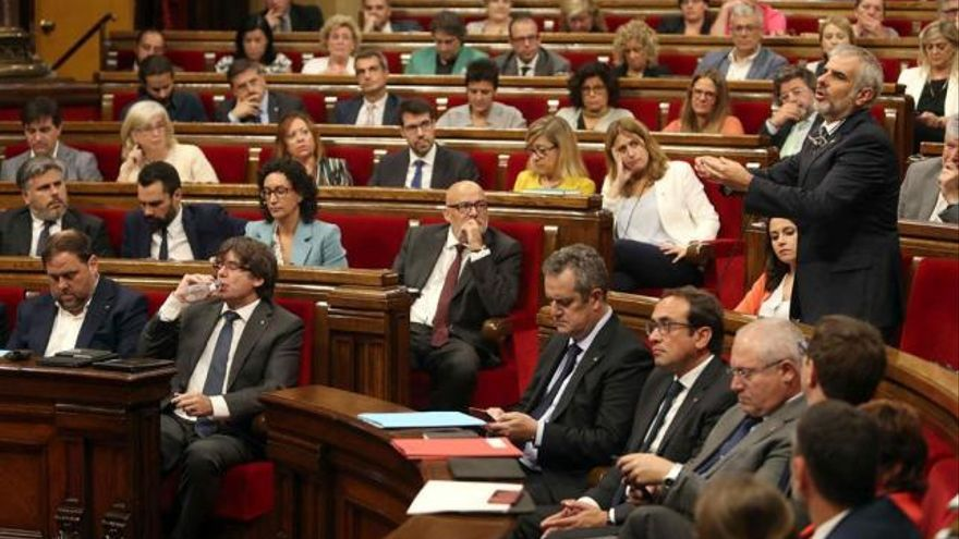 El portavoz de Ciudadanos, Carlos Carrizosa, interviente en el pleno el día 6 de septiembre de 2017