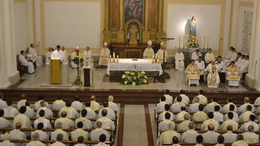 El arzobispo de Toledo en un acto con jóvenes curas