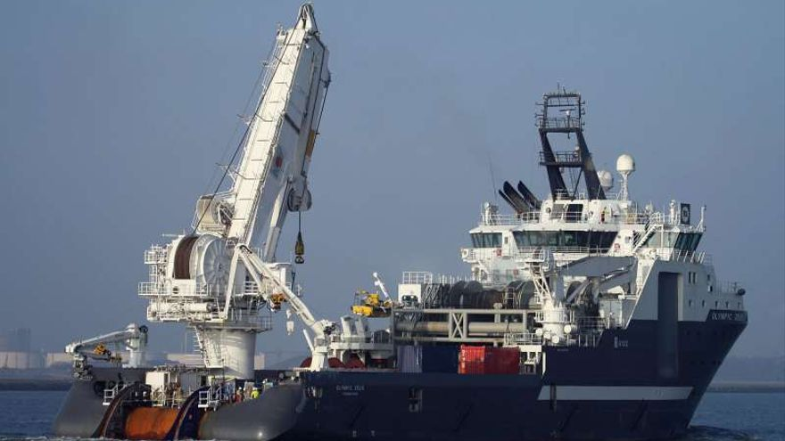 El 'Olympic Zeus', barco desde el que se realizará la extracción del fuel del 'Oleg Naydenov' (www.shipspotting.com)