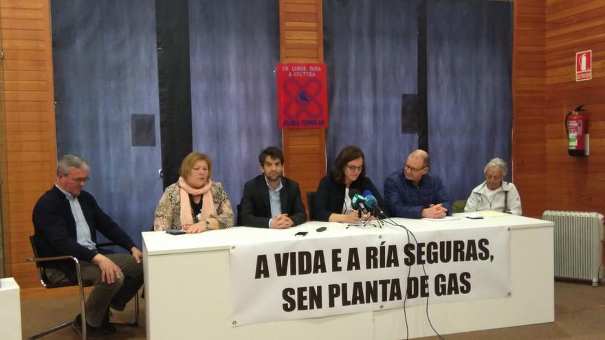 Rueda de prensa de la plataforma ciudadana contraria a Reganosa, con apoyo del alcalde de Ferrol, Jorge Suárez