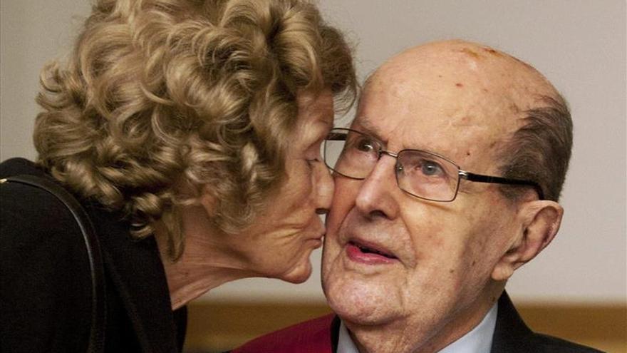 El director de cine Manoel de Oliveira, un prodigio de longevidad creativa, cumple 106 años