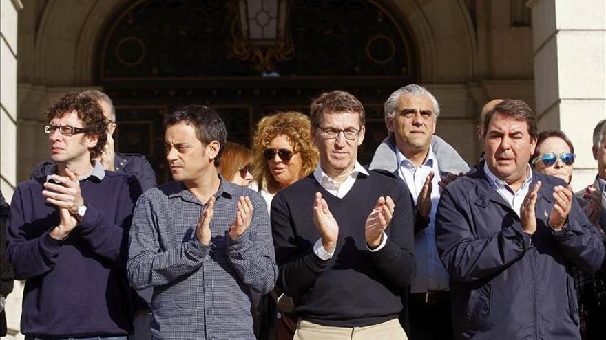 Feijóo transmite el calor y un abrazo a los familiares de las víctimas españolas en París