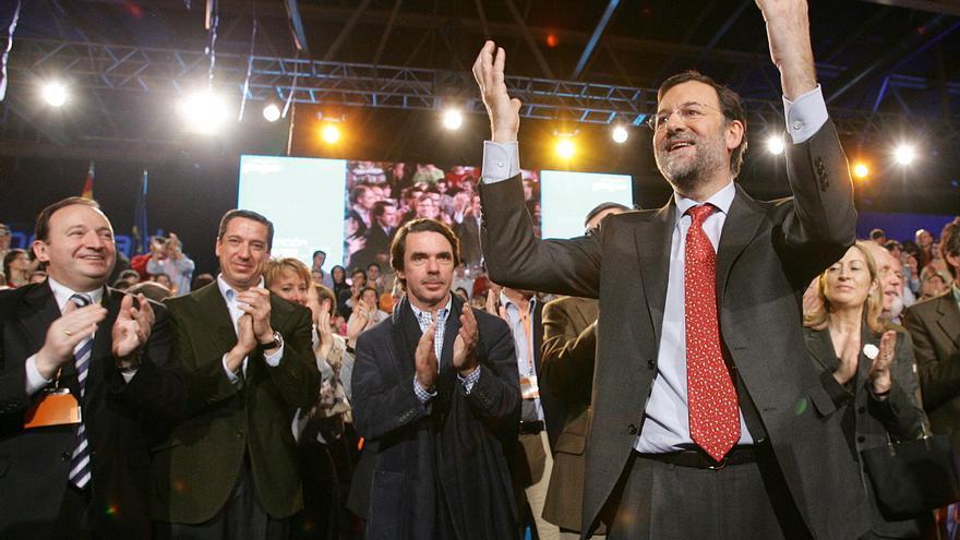 Eduardo Zaplana, José María Aznar y Mariano Rajoy, en la clausura de una Convención Nacional del PP en 2006
