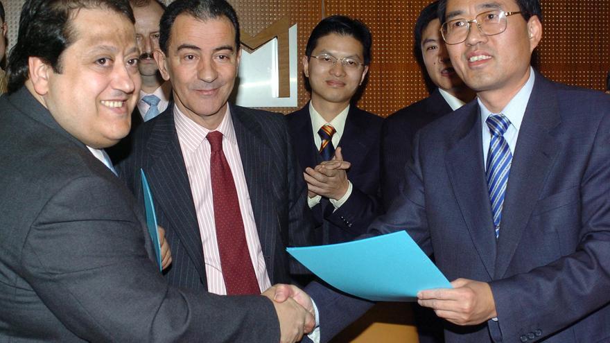 A la izquierda, Alfonso Tezanos en una imagen de 2006. EFE