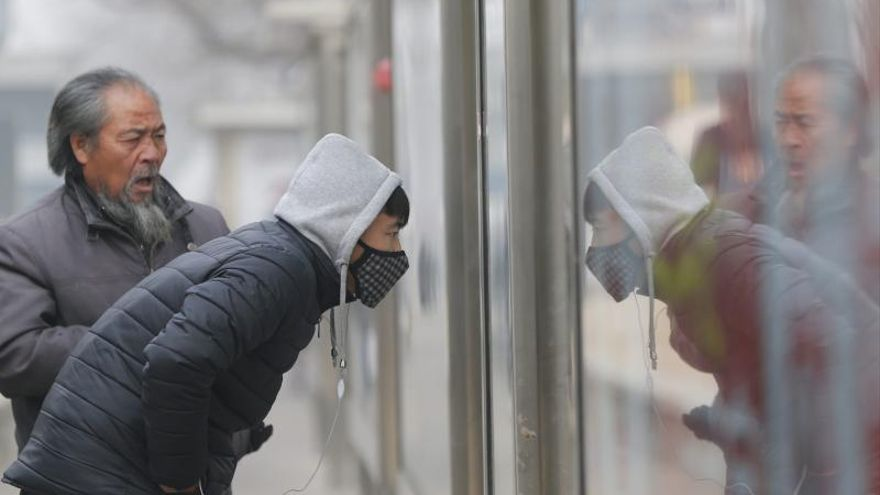 Pekín recibe su primera alerta de contaminación grave del año