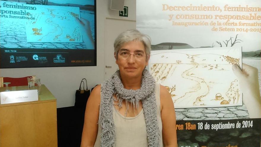 Yolanda Juveto antes de la conferencia organizada por SETEM Hego Haizea.