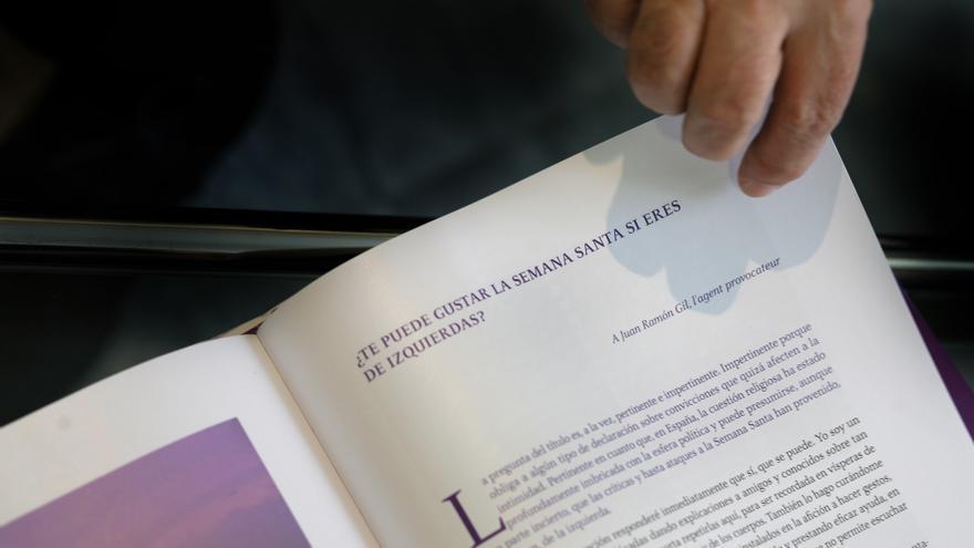 Alcaraz se plantea en su libro si se puede disfrutar de una tradición religiosa desde la izquierda política