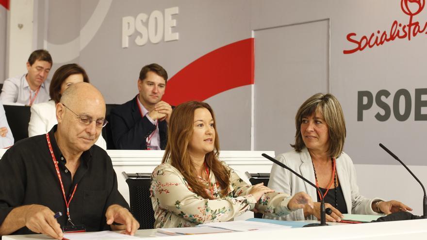 Los hasta ahora miembros de la mesa del Comité Federal, Rodolfo Ares, Verónica Pérez y Nuria Marín, en una reunión de ese órgano en 2014.