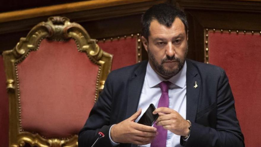 Salvini tilda de hipócrita a Francia por premiar a la capitana del Sea Watch