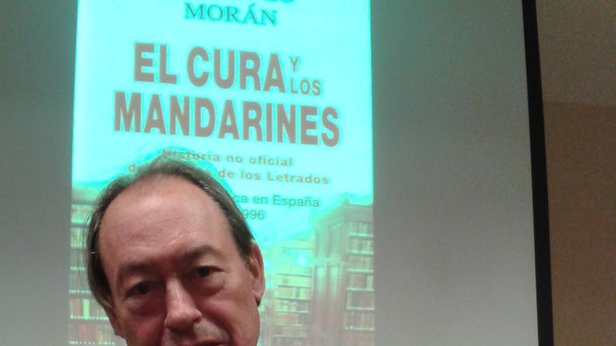 Gregorio Morán en la presentación de 'El cura y los mandarines'