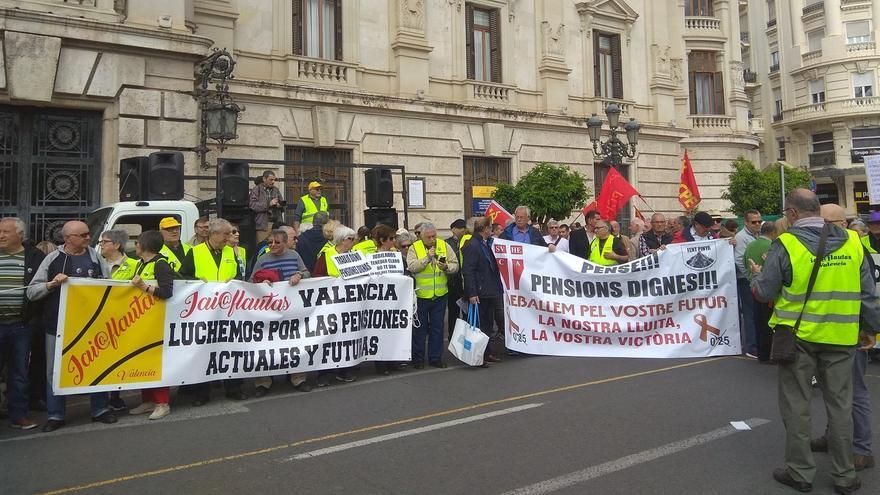 Los pensionistas han vuelto a salir a la calle este lunes en Valencia