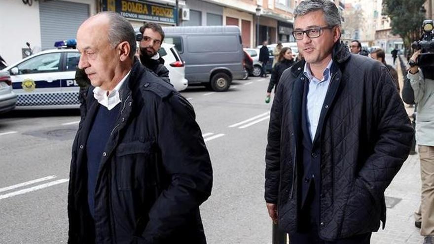 A la derecha, Cristóbal Grau, exconcejal y actual asesor y secretario del grupo municipal del PP.
