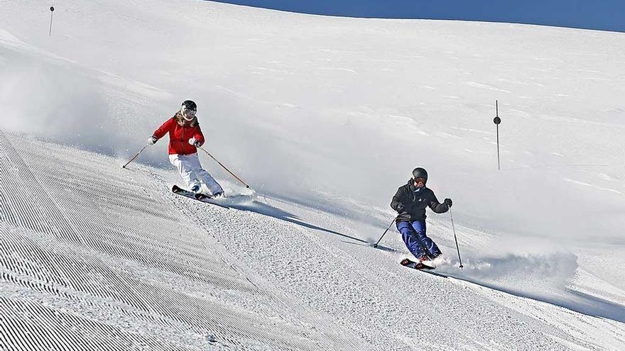Sierra Nevada pone en marcha las Primeras Huellas para esquiar al amanecer