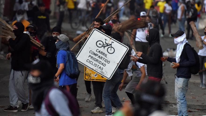 Segundo día de protestas en Colombia deja saqueos y desmanes en Cali