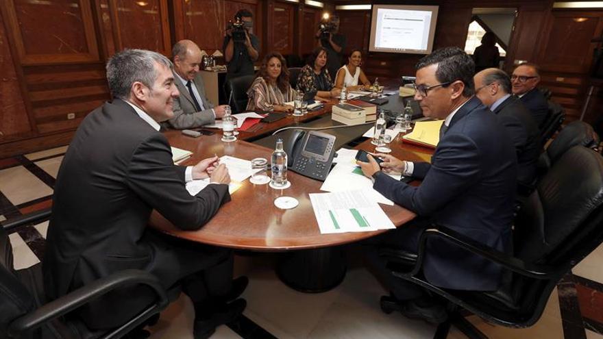 Reunión del Consejo de Gobierno celebrada este lunes en Las Palmas de Gran Canaria. EFE/Elvira Urquijo A.
