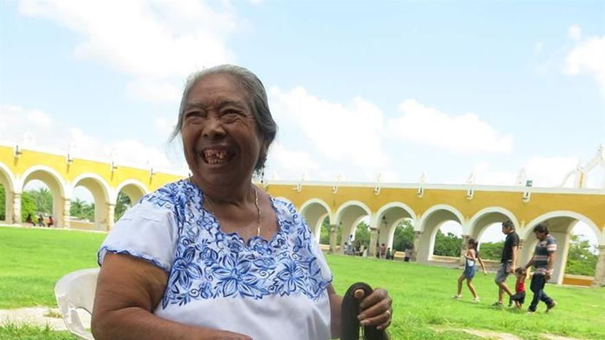 De los quetzales de Guerrero y la mujer maya que vende garrapiñadas en Izamal