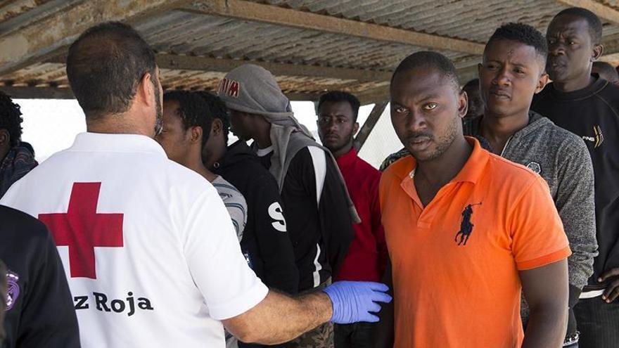 Llegan a Motril en buen estado las 73 personas rescatadas en Alborán