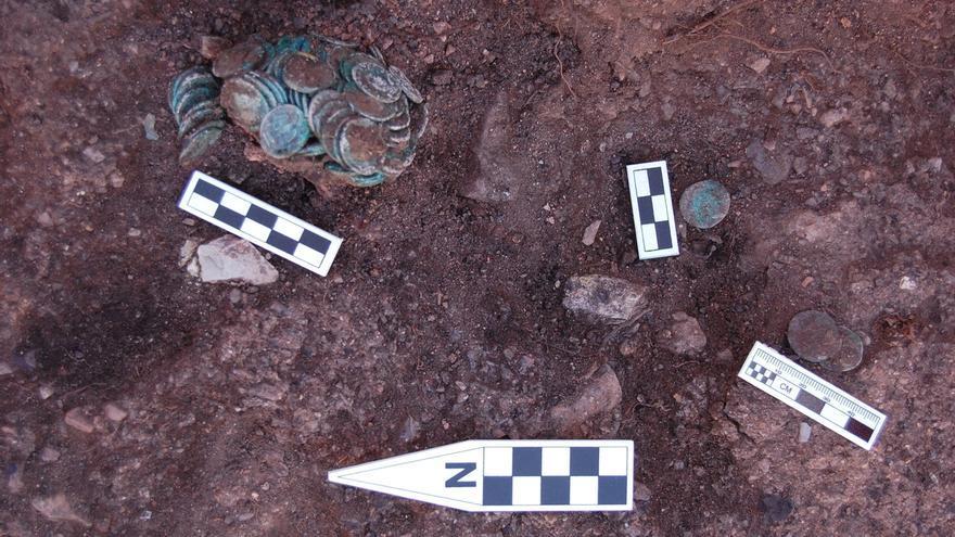 Hallan un tesoro de monedas de la época alto-imperial en la mina de Riotinto